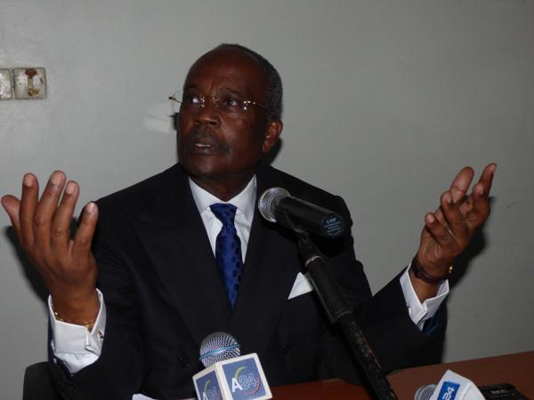 L'élection  de Mr Ali Bongo c'est une imposture, c'est un vol … mais c'est lui qui est au palais (Casimir Oyé Mba)