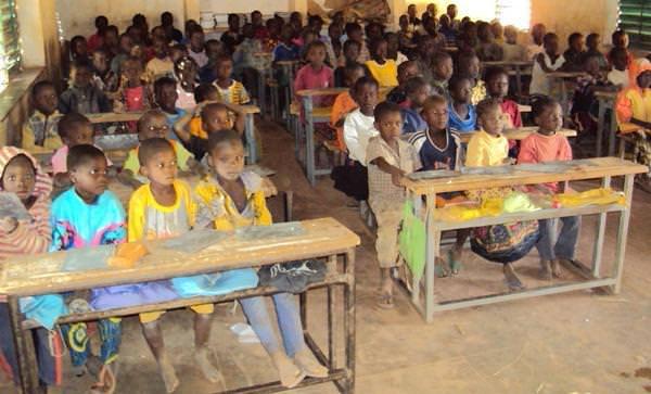 Ouganda : un père de 180 enfants demande de l'aide au gouvernement