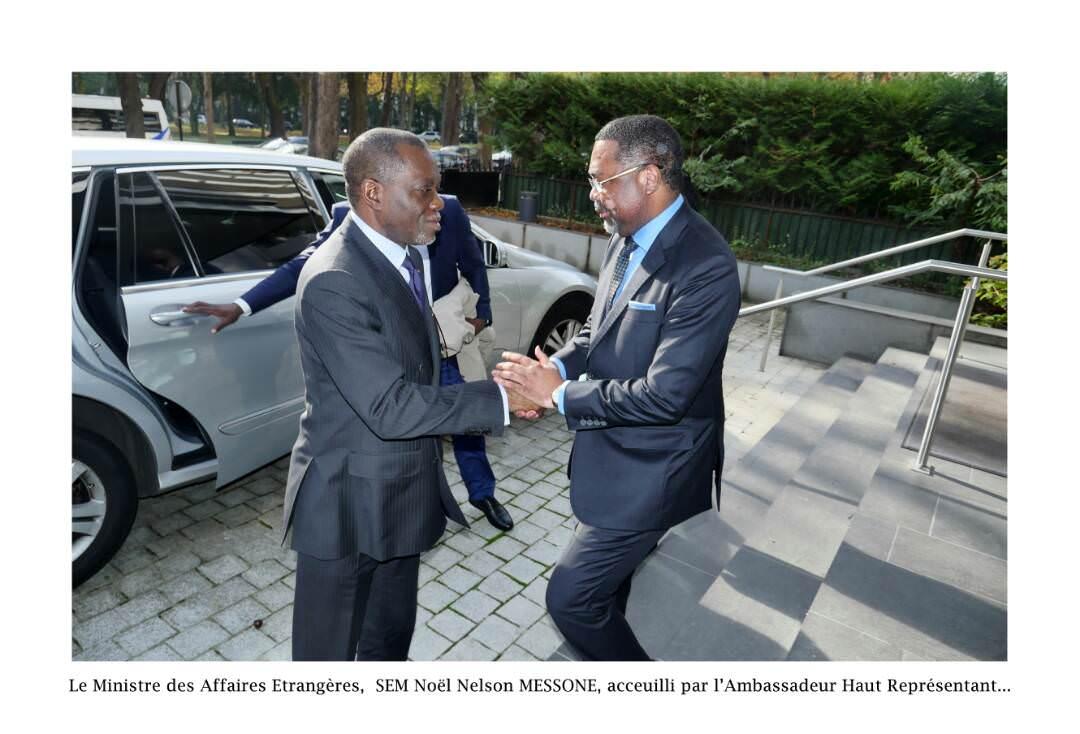 Diplomatie/Prise de contact : le ministre des Affaires étrangères Noël Nelson M'Essone à Paris
