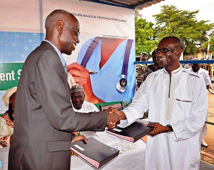 La banque Atlantique finance la construction et l'équipement d'une salle de soins de l'hôpital de Niamey