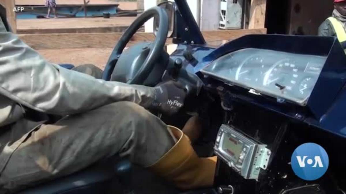 """Cameroun: un jeune mécanicien construit une voiture """"Made in Cameroun"""""""