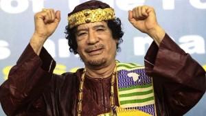 Mouammar Kadhafi en 2010 à Tripoli lors de l'ouverture du forum des rois, sultans, émirs, cheikhs et leaders traditionnels africains. © Reuters/Ismail Zitouny/Files