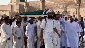 Enterrement de ben Ali à la mosquée du prophète Mohammed dans la ville sainte de Médine, la deuxième ville sainte de l'islam, en Arabie saoudite, le 21 septembre 2019. © Majed Al Charfi / AFP
