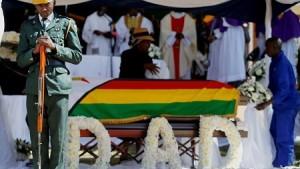 L'ex-président Robert Mugabe a été enterré dans son village