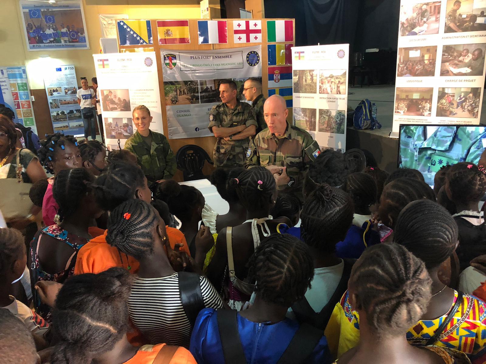 Afrique/EUTM – RCA : acteur majeur de l'action européenne en Centrafrique engagé dans les portes ouvertes de la délégation européenne.