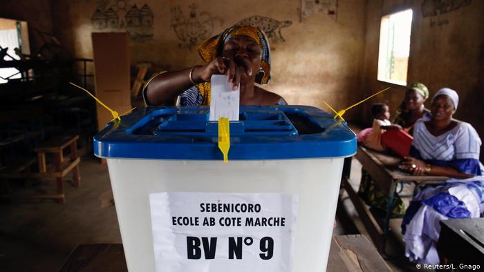 Législatives au Mali: le parti présidentiel en tête, sans majorité absolue