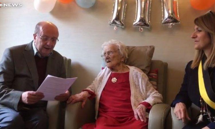 Un joyeux anniversaire à Mme Maria Julia Van Hool, 111 ans