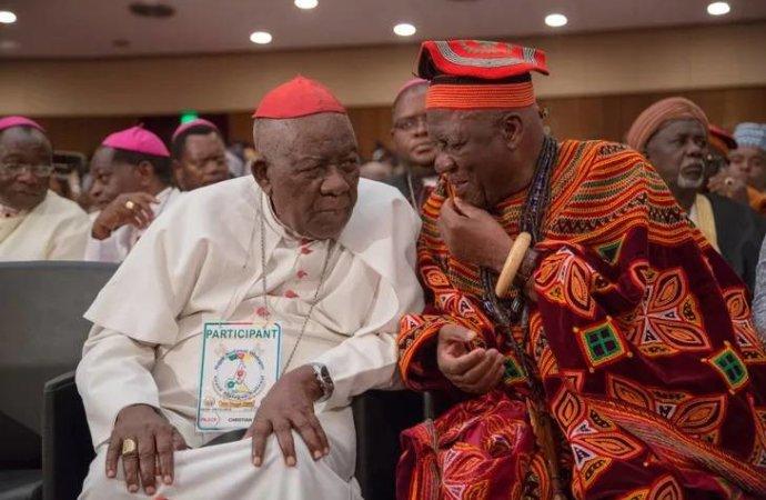 Cameroun: un archevêque brièvement retenu en otage en zone anglophone