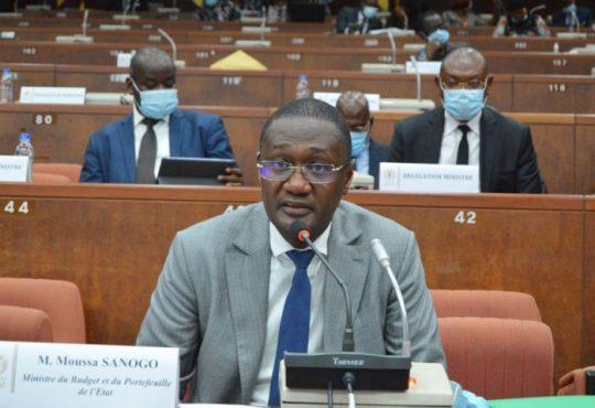 Energie, marchés publics : Moussa Sanogo obtient le vote de deux projets de loi au Sénat