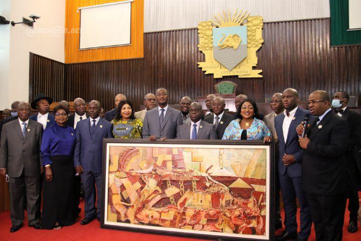 Gestion des finances publiques : les Députés honorent le Ministre Moussa Sanogo