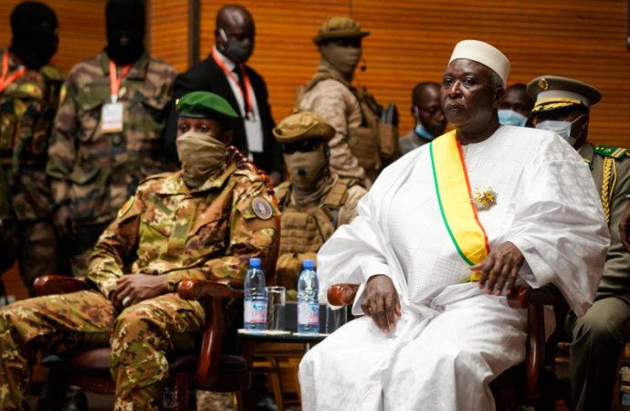 Mali: renouvellement très militarisé des gouverneurs de région