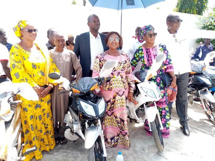 Présidentielle 2020 : la Coordinatrice départementale RHDP de Gbéléban récompense ses secrétaires de section