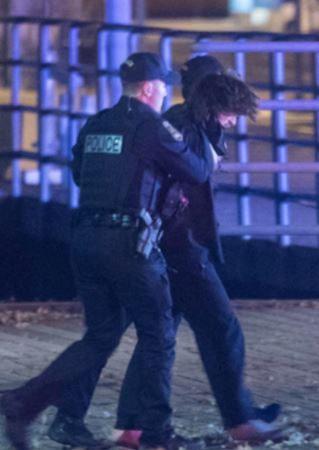 Québec (Canada) : nuit d'Halloween, muni d'un sabre japonais, un jeune homme de 24 ans tue deux personnes et blesse 5 autres