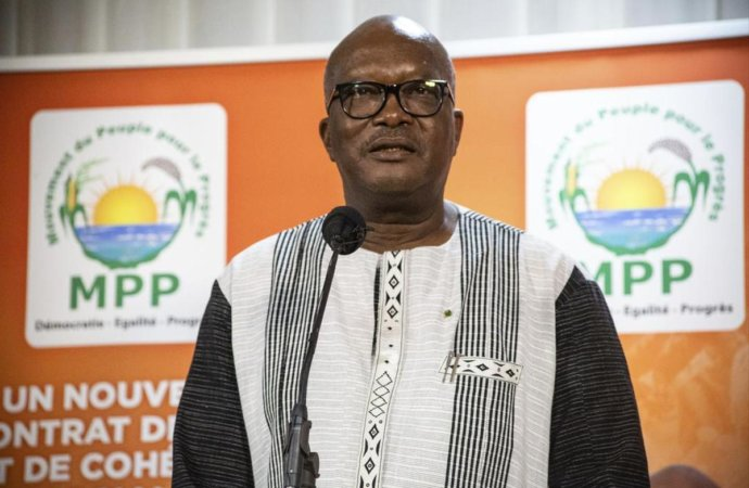 Burkina: investi pour un second mandat, le président Kaboré promet «la sécurité»