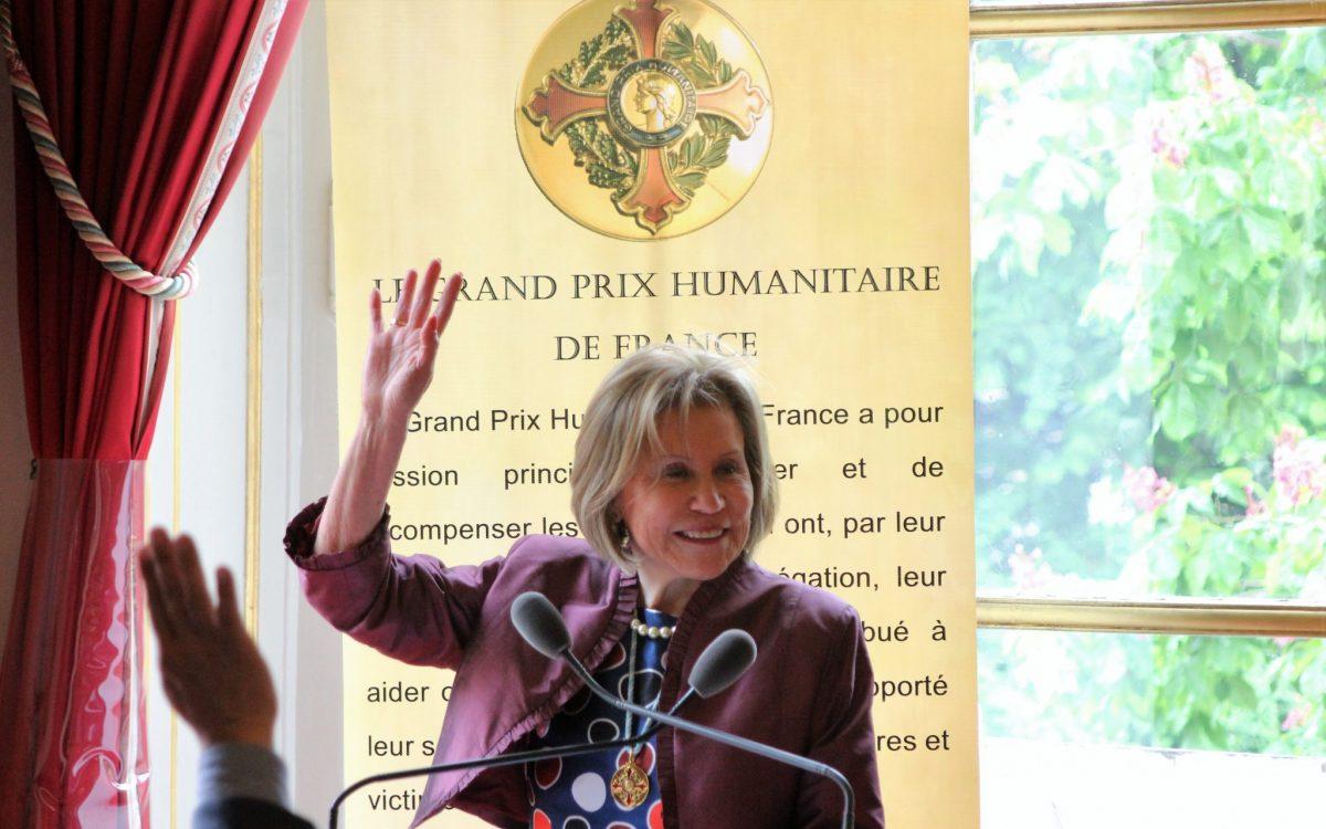 Vœux de Noel et de nouvel An de Mme Lucie CALDERON CRESSENT, Présidente du Grand Prix Humanitaire de France.