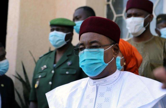 Présidentielle au Niger: une première démocratique avec quelques ombres