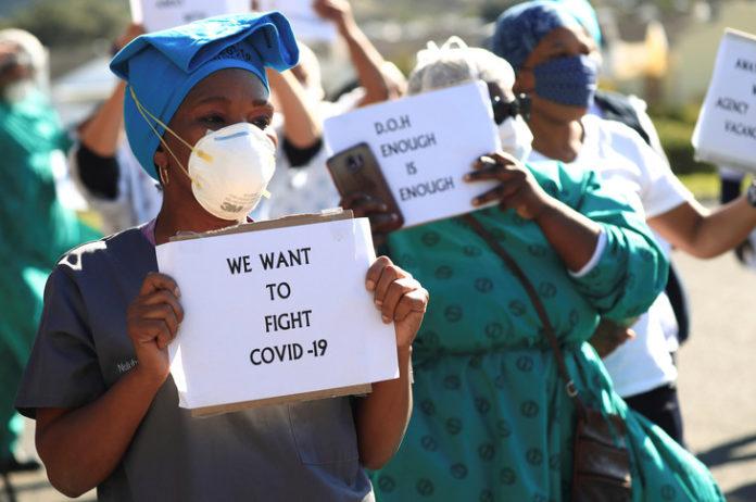 Plus contagieux, le variant sud-africain du Covid-19suscite de sérieuses inquiétudes chez les scientifiques